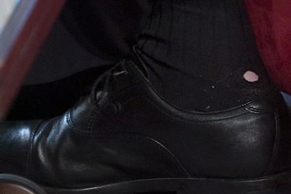 Ini lho kaos kaki bolong yang dipakai para pejabat dunia