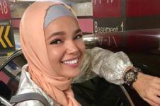 Dewi Sandra diam-diam terjun langsung & bantu korban banjir Belitung