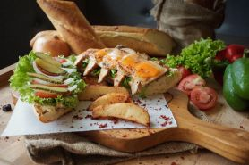 Sensasi Chicken Cheese Sandwich di Swiss Belhotel Airport