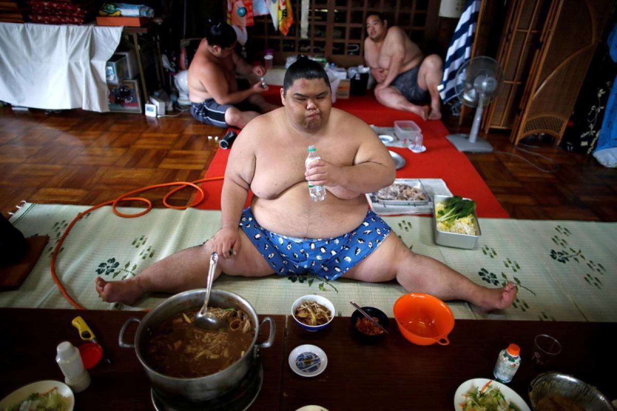 10 Potret gaya hidup pesumo Jepang, tidur harus pakai masker oksigen
