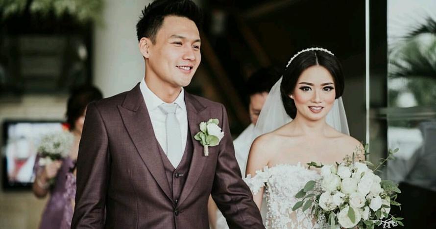 10 Potret haru momen pernikahan Fendy Chow & Stella Cornelia eks JKT48