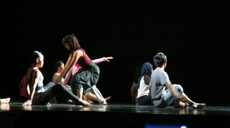 Candodance © 2017 brilio.net