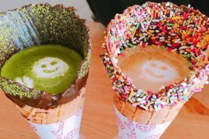 Kopi panas ini disajikan bukan pakai cangkir, tapi cone es krim