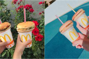 10 Potret makan burger ditusuk sedotan ini lagi tren di Jepang