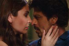 10 Tatapan maut Shah Rukh Khan paling legendaris di film, bikin baper