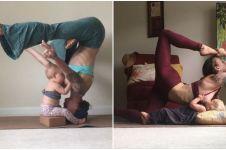 10 Foto saat ibu menyusui anaknya sambil yoga ini bikin berdecak kagum
