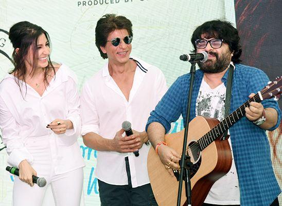 Shah Rukh Khan Ngedate Anushka © 2017 brilio.net