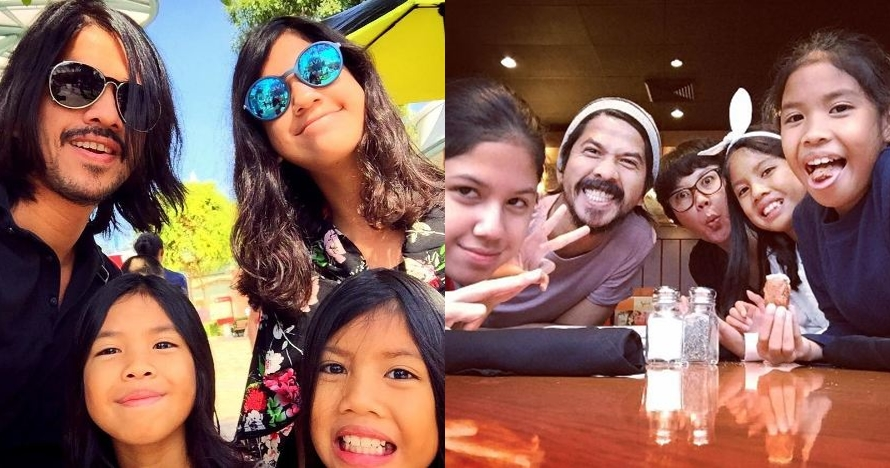 10 Foto kekompakan hot papa Ariyo Wahab dan putrinya, sweet abis