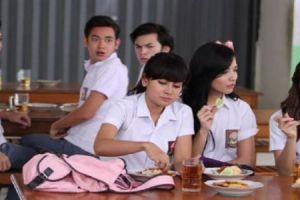 7 Adegan di kantin yang selalu ada dalam sinetron Indonesia
