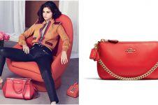 Kolaborasi dengan brand mewah, Selena Gomez rilis koleksi aksesorinya