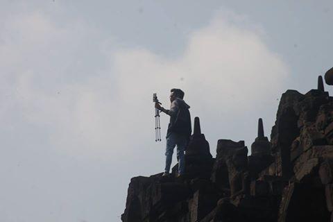 Orang selfie sambil panjat Candi Borobudur ini tuai kecaman