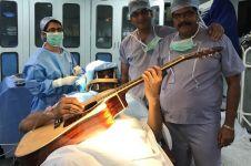 10 Lagu rock ini ternyata sering diputar dokter bedah di ruang operasi
