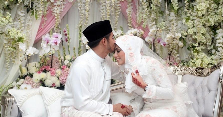 10 Pernikahan tersingkat selebriti, ada yang cuma berumur 55 jam