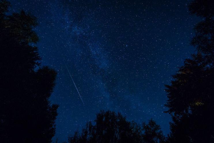 Foto-foto penampakan hujan meteor paling spektakuler tahun ini