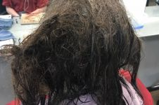 Setelah 13 jam perawatan rambut, perubahan gadis ini bikin pangling