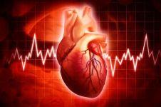 Ini lho beda debar jantung saat jatuh cinta vs penyakit berbahaya