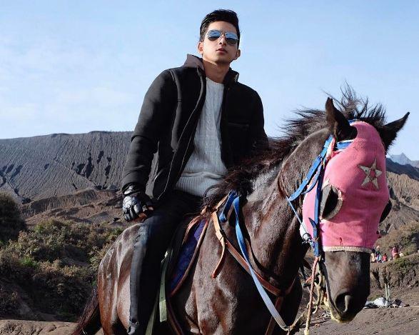 10 Foto cool Aditya Surya Pratama, pengganti Ryan Thamrin ...