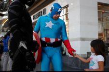 10 Foto di balik kesempurnaan cosplayer jalanan, salut perjuangannya