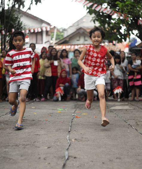 10 Potret serunya perayaan 17 Agustusan ala keluarga Dwi