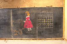 Papan tulis sejak tahun 1917 ini ditemukan saat renovasi sekolah