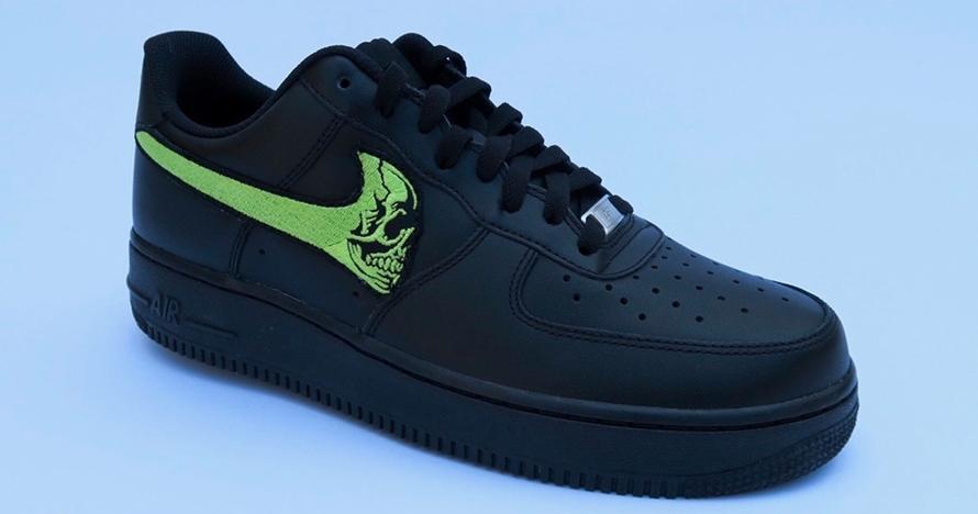 Kolaborasi dengan Warren Lotas, Nike rilis sepatu tengkorak pada logo