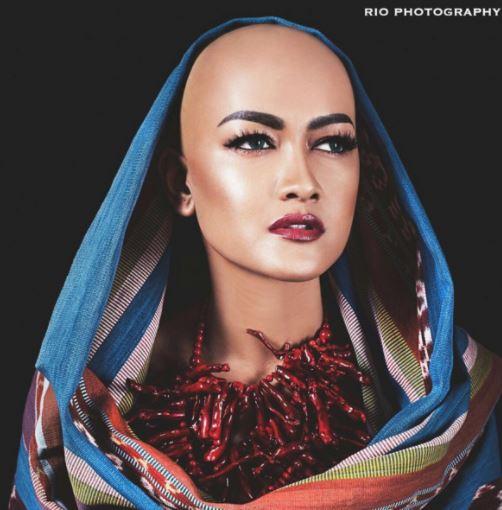 artis cantik meski botak © 2017 brilio.net berbagai sumber