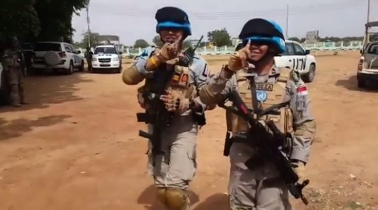 Rileks sejenak, pasukan perdamaian PBB dari Polri ini joget Baby Shark