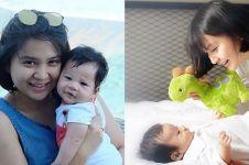 15 Momen Putri Titian bersama si kecil Iori, kayak kakak adek nih