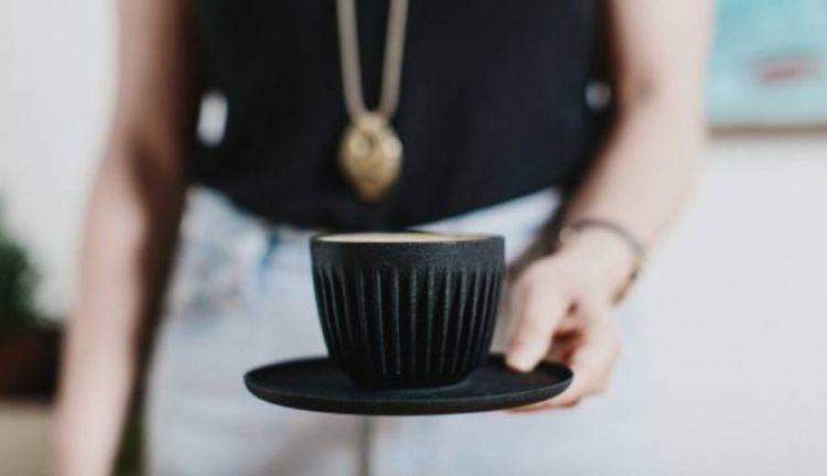 Kamu tak akan menyangka cangkir kopi ini terbuat dari bahan tak lazim
