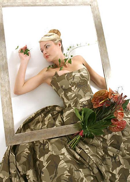10 Gaun pengantin aneh ada yang terbuat dari kondom