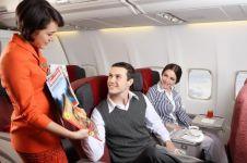 Ini waktu yang pas untuk berbicara dengan pramugari saat di pesawat