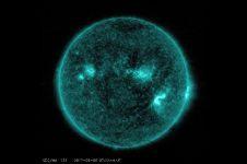 NASA deteksi jilatan matahari sampai atmosfer Bumi, bahayakah?