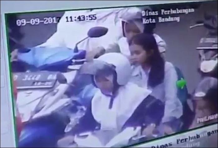 Terpantau CCTV tak pakai helm, pelajar SMA diperingatkan dengan TOA