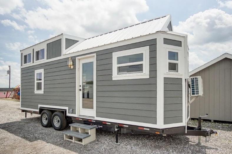 Dibangun di atas truk, desain interior rumah ini bikin kamu takjub