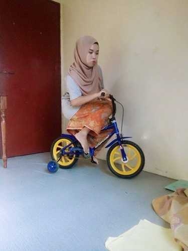 https://cdn.brilio.net/news/2017/09/16/132043/678550-hijaber-kocak-malaysia.jpg