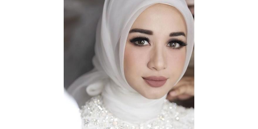 Pengen makeup kamu tampak glamor? Ini lho rahasianya