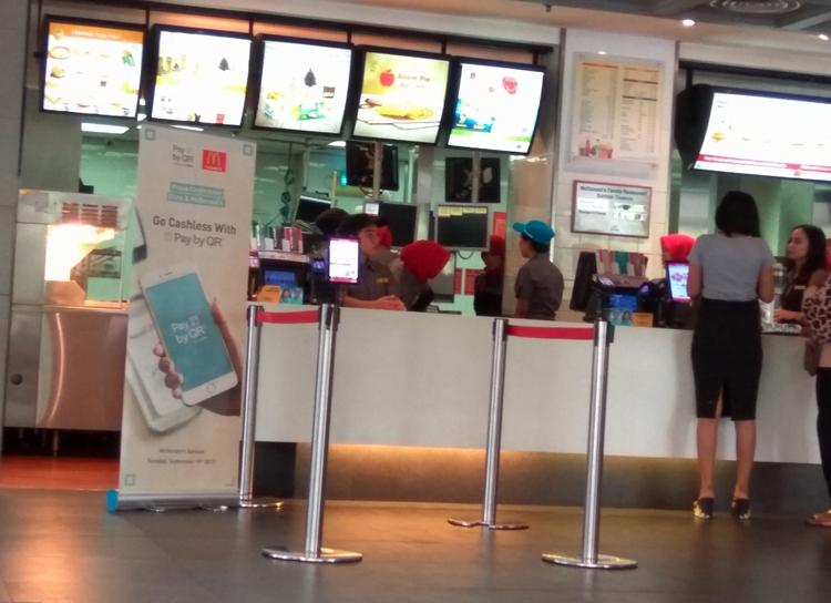 Makan di McDonald's kini bayarnya cukup pindai ponsel, nggak ribet deh