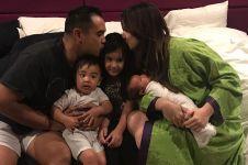 12 Momen kebersamaan Nia Ramadhani sama ketiga anaknya, mama idola nih