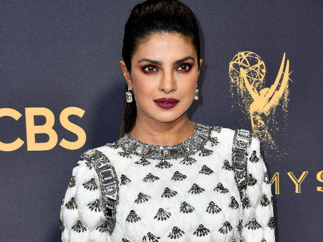 Oscar hingga Emmys, 8 gaya anggun Priyanka Chopra saat di red carpet