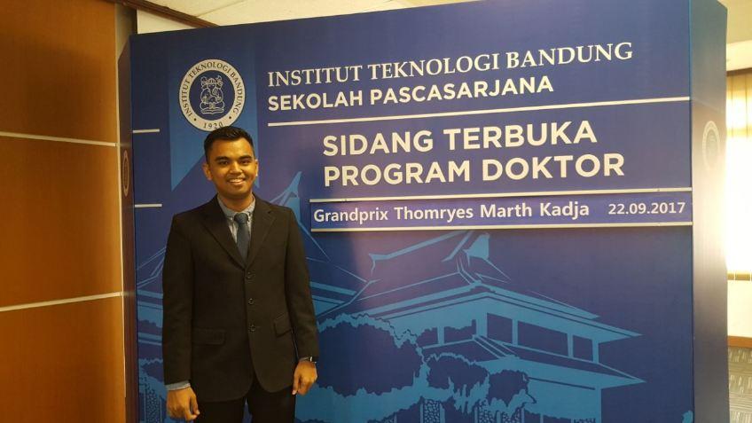 Ini doktor termuda di Indonesia, usianya pas lulus S3 ITB bikin kaget
