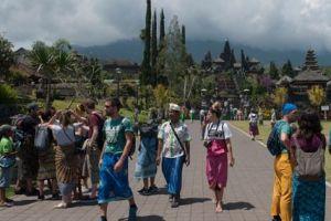 Radius aman 12 km, status Gunung Agung Bali menjadi awas