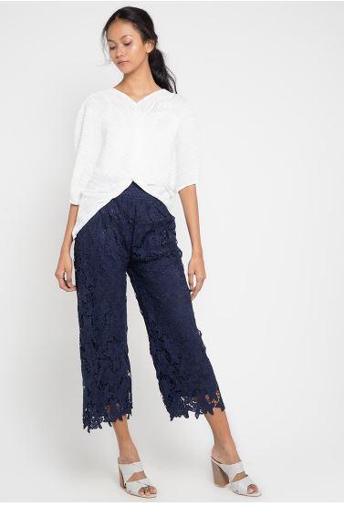 celana super chic selain jeans  © 2017 berbagai sumber