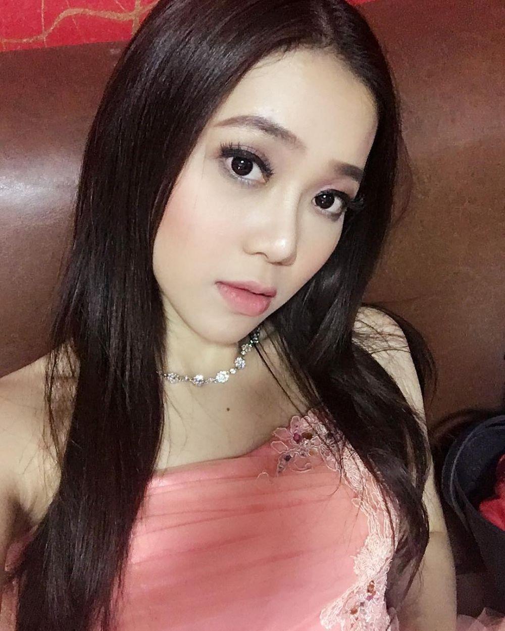 rebecca regina wanita cantik lawan main om jin © 2017 instagram