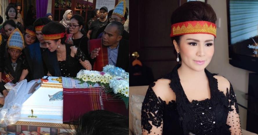 Ini alasan Momo Geisha tampil cantik berkebaya di pemakaman sang ayah