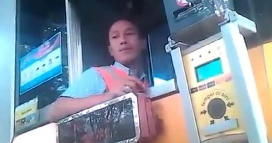 Heboh, sopir paksa bayar tunai di gerbang tol kartu elektronik