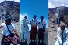 Gunung Agung berstatus awas, 3 orang nekat mendaki puncak & rekam ini