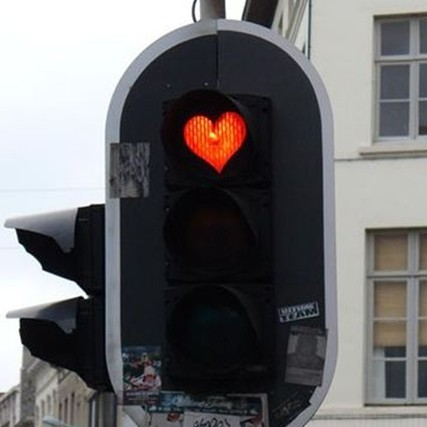10 Lampu lalu lintas unik dari berbagai negara, ada lambang cinta