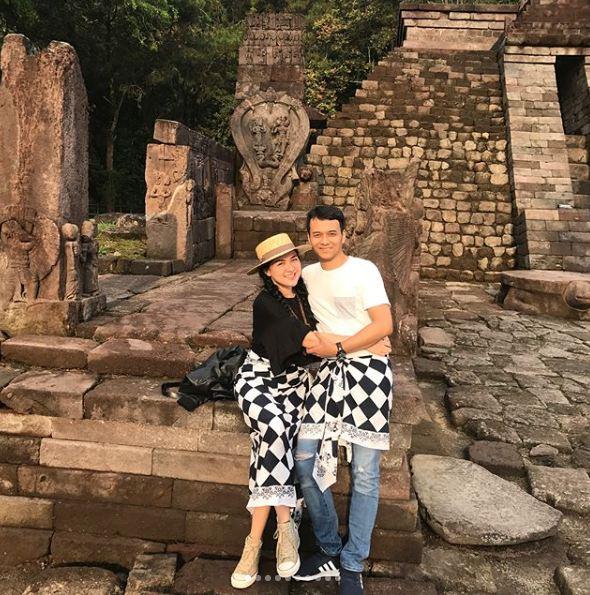 momen vicky shu dan suami piknik setelah menikah © 2017 instagram