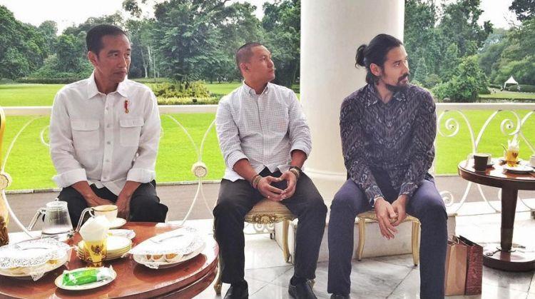 7 Momen selebriti ngopi bareng Jokowi, Julie Estelle anggun banget