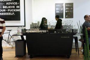 Unik, di kafe kopi ini nggak ada tempat nongkrong tapi kopinya nendang